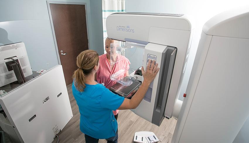 3d mammography machine at imaging center for women